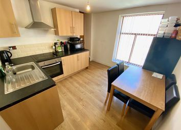 2 bed flat to rent in Bay Hall Common Road, Birkby, Huddersfield HD1