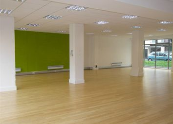 Thumbnail Retail premises to let in Retail Unit / Showroom / Office, Ropewalk Gardens, Commercial Road