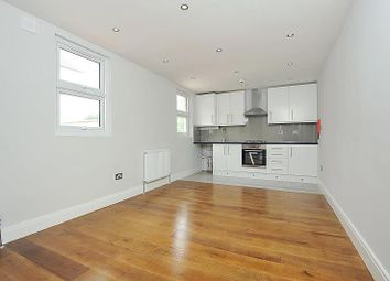 Thumbnail 3 bedroom flat to rent in Kidderminster Road, Croydon