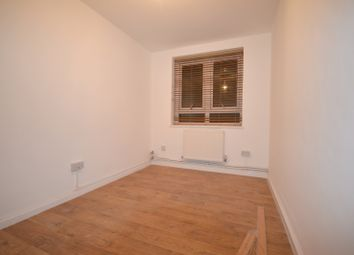 Thumbnail Studio to rent in Collingwood House, Whitechapel, Flat Share