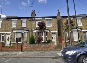 Thumbnail 1 bed flat to rent in Glenhurst Road, Brentford