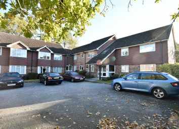 Thumbnail 2 bed flat to rent in Trimmers Field, Farnham
