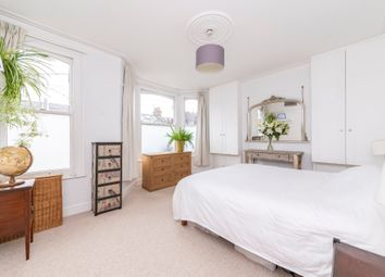 Thumbnail 4 bed flat for sale in Leighton Gardens, London