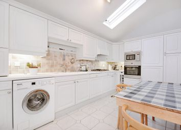 Thumbnail Flat to rent in Palace Mews, London