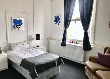 Thumbnail Room to rent in Hall Street, West Bromwich