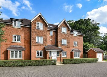 Thumbnail 2 bedroom flat for sale in Landen Grove, Wokingham, Berkshire