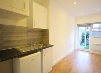 Thumbnail 1 bed flat to rent in Plumstead, London