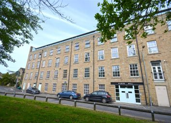 Thumbnail 2 bed flat to rent in Wedneshough, Hollingworth