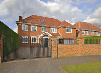 Thumbnail 6 bed detached house to rent in Dellfield Close, Radlett