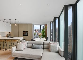 3 bed mews house for sale in Bayford Street, London E8