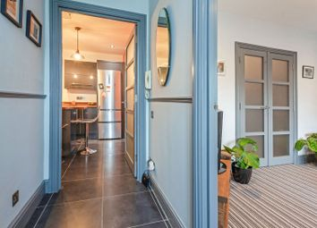 103 Cobourg Road, Camberwell SE5. 1 bed flat for sale