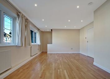 Thumbnail 2 bed flat for sale in Lincoln Road, East Finchley