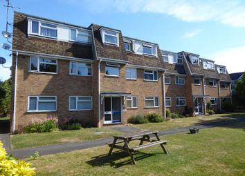 Thumbnail 2 bed flat to rent in Bath Road, Taplow
