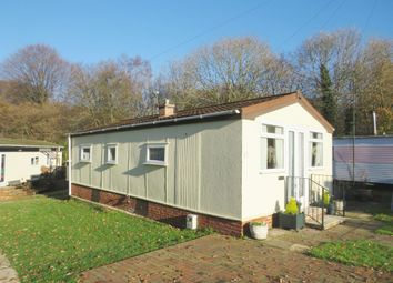 Thumbnail 2 bedroom mobile/park home for sale in Bakers Lane, West Hanningfield, Chelmsford