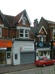 2 bed flat to rent in Luton Road, Chatham ME4