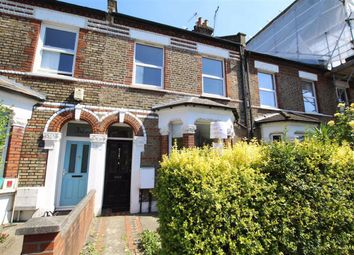 Thumbnail 2 bed flat to rent in Earlsfield Road, Wandsworth