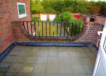 2 bed flat to rent in Marlow Road, High Wycombe HP11