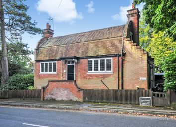 Thumbnail 2 bed cottage to rent in Rockfield Road, Oxted