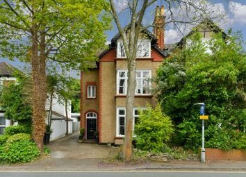 2 bed flat to rent in Worple Road, Epsom KT18