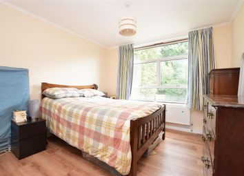 Court Bushes Road, Whyteleafe, Surrey CR3. 2 bed flat