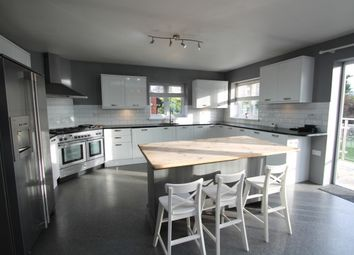Thumbnail 4 bed flat to rent in Wilbury Crescent, Hove