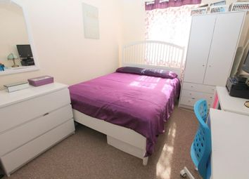 Thumbnail Room to rent in Double Room, Bloxworth Close, Wallington