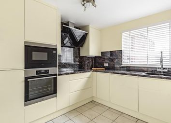 3 bed flat to rent in Spelthorne Grove, Sunbury-On-Thames TW16