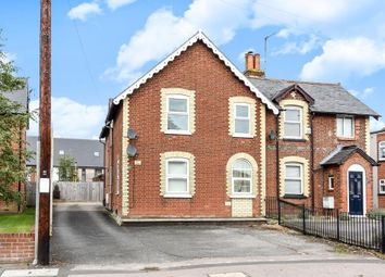 Thumbnail 2 bedroom flat for sale in Bath Road, Thatcham
