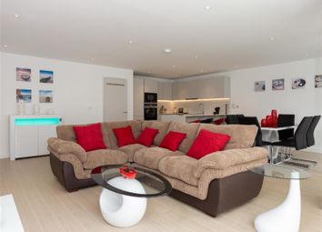 Thumbnail 3 bed flat to rent in Ann Street, London