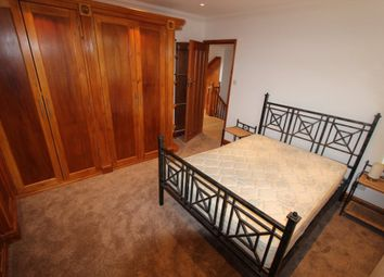 Thumbnail Room to rent in The Brackens, Enfield