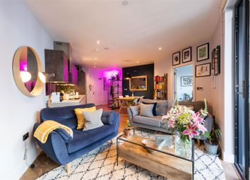 Roach Road, London E3. 1 bed flat for sale