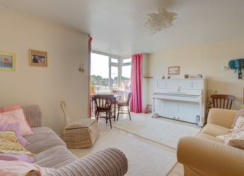 Cantelupe Road, East Grinstead RH19. 2 bed flat