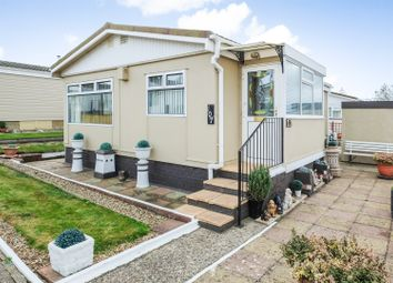Thumbnail 2 bedroom mobile/park home for sale in Applegarth Park, Seasalter Lane, Whitstable, Kent