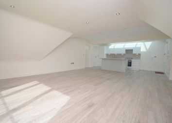 Club House, Cranham Golf Course, St Marys Lane, Upminster RM14. 2 bed flat