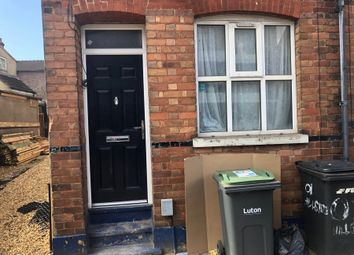 Thumbnail 3 bed town house to rent in Hillside Road, Luton