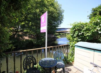 3 bed terraced house for sale in Elgar Road, Reading RG2