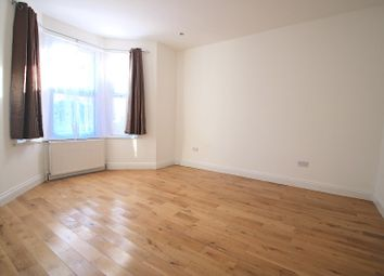 Thumbnail 5 bed property to rent in Regarth Avenue, Romford
