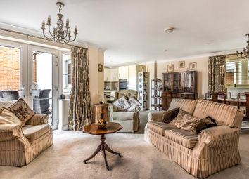 Sunningdale, Berkshire SL5. 2 bed flat for sale