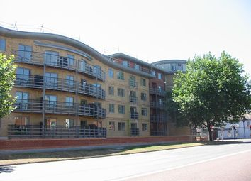 Thumbnail 1 bed flat to rent in Quadrant Court, Jubilee Square, Reading