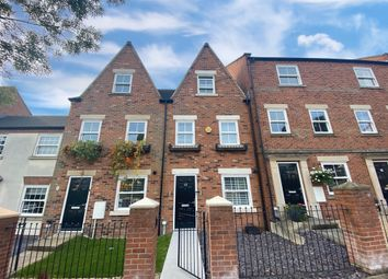 3 bed town house for sale in Birstall Meadow Road, Leicester, 3Na LE4