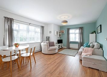 Cobnut Avenue, Maidstone, Kent ME15. 2 bed flat