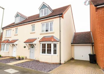 Thumbnail 4 bed town house for sale in Royal Gardens, Tadley, Hampshire