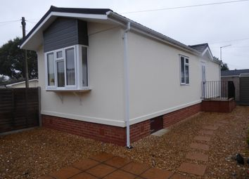 2 bed mobile/park home for sale in The Avenue, Oaktree Park, St Leonards, Ringwood, Hampshire BH24