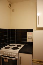 Thumbnail 1 bed flat to rent in Brownhill Rd, Catford, London