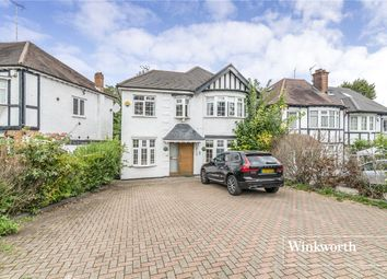 Nether Street, Finchley, London N3. 5 bed detached house