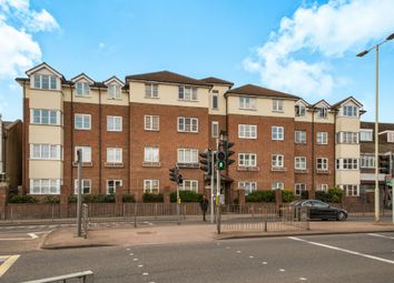 Thumbnail 2 bedroom flat for sale in Gladesmere Court, Watford