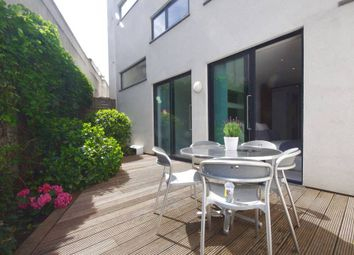Thumbnail 2 bed property to rent in Oval Road, London
