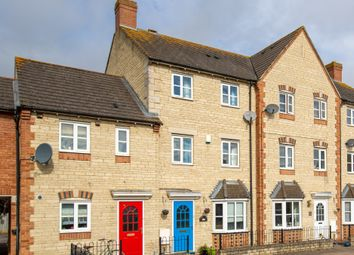 3 bed town house for sale in Mallards Way, Bicester OX26