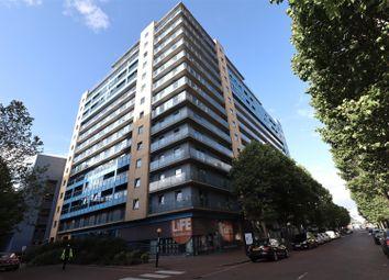 Western Gateway, London E16. 3 bed flat