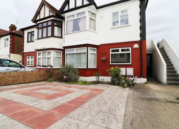 2 bed maisonette to rent in Hall Gardens, Chingford E4